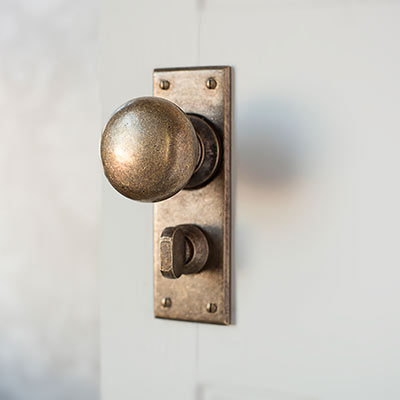 Holkham Door Knob with Bristol Privacy Plate