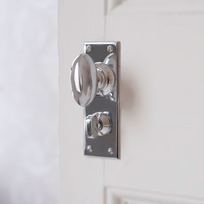 Downley Door Knob with Bristol Privacy Backplate