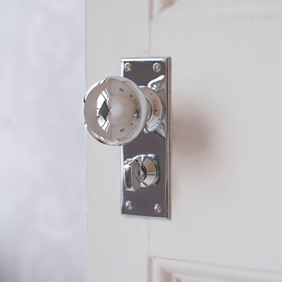 Holkham Door Knob with Bristol Privacy Backplate