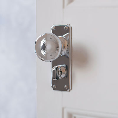 Holkham Door Knob with Ilkley Privacy Backplate