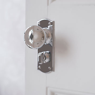 Holkham Door Knob with Nowton Privacy Backplate