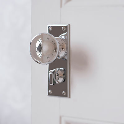 Holkham Door Knob with Ripley Privacy Backplate