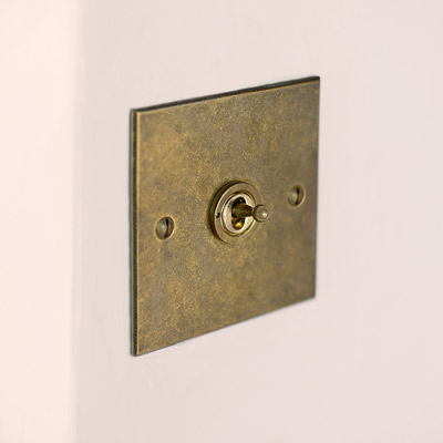 1 Gang Brass Dolly Switch with Antiqued Brass Bevelled Plate