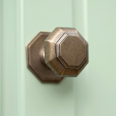 Shaftesbury Front Door Knob in Antiqued Brass