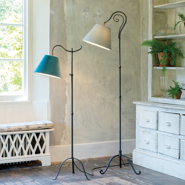 How to size floor lamps