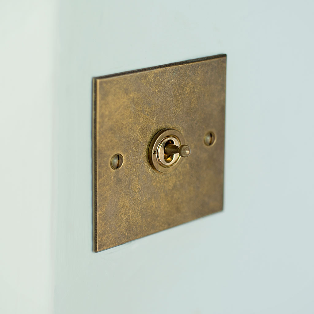 1 Gang Brass Dolly Switch Antiqued Brass Bevelled Plate