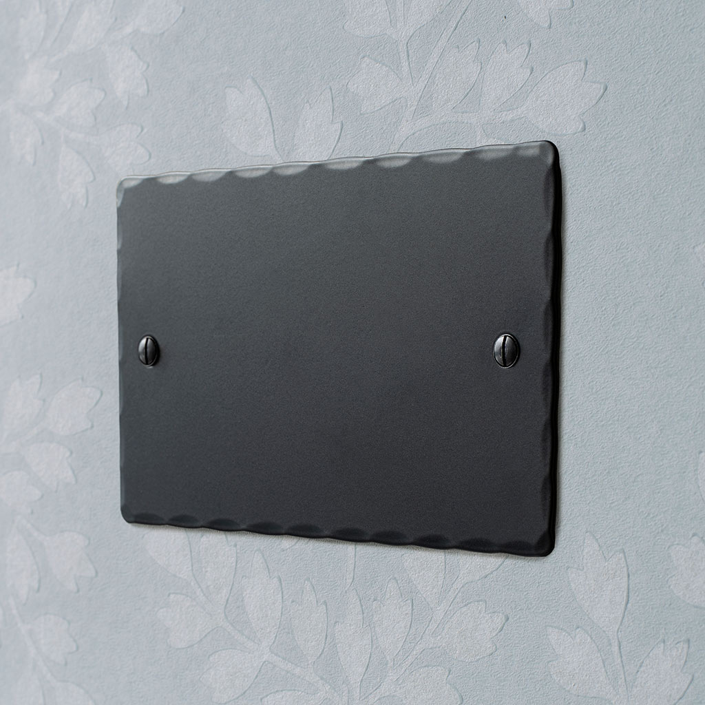 Double Blank Hammered Plate in Matt Black
