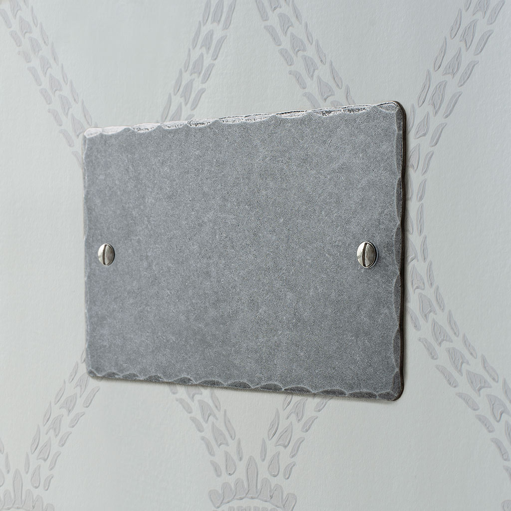 Double Blank Hammered Plate in Polished