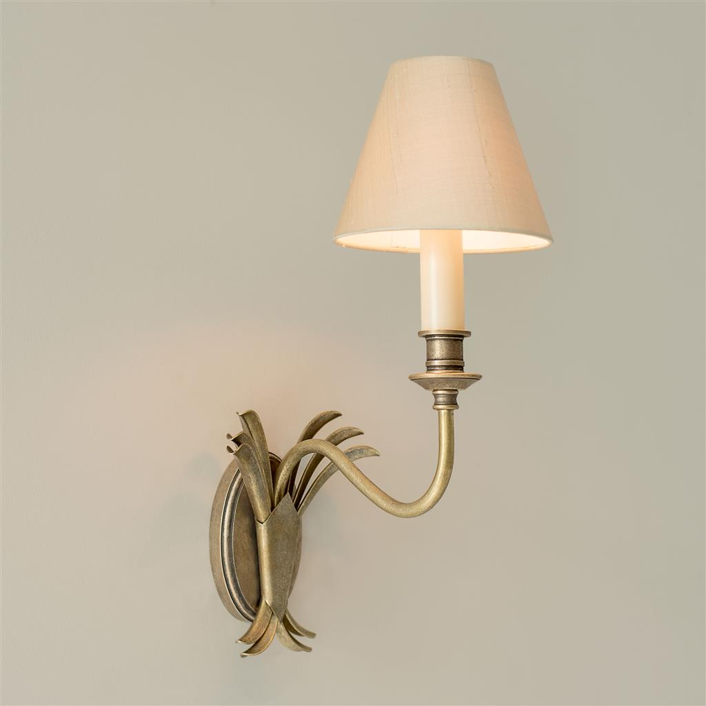 Single Plantation Wall Light in Antiqued Brass