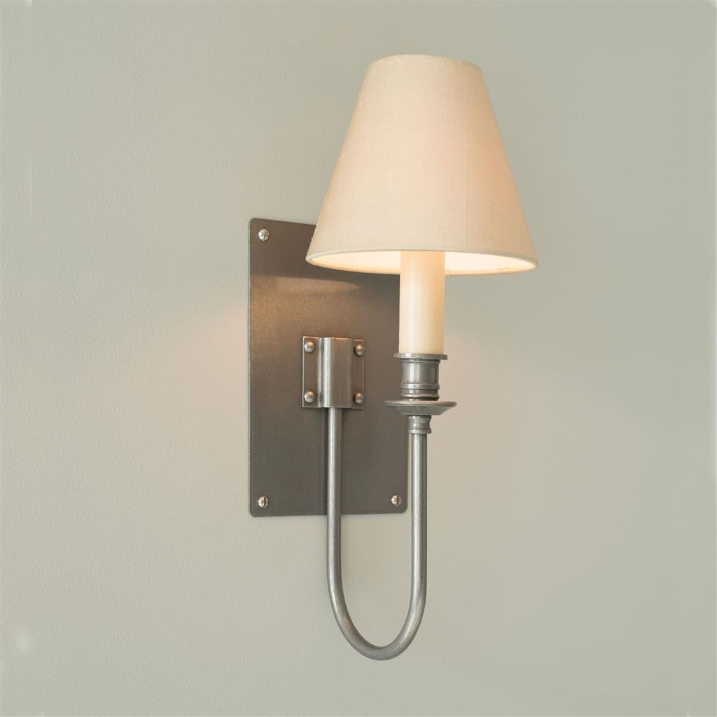 Single Station Wall Light in Polished