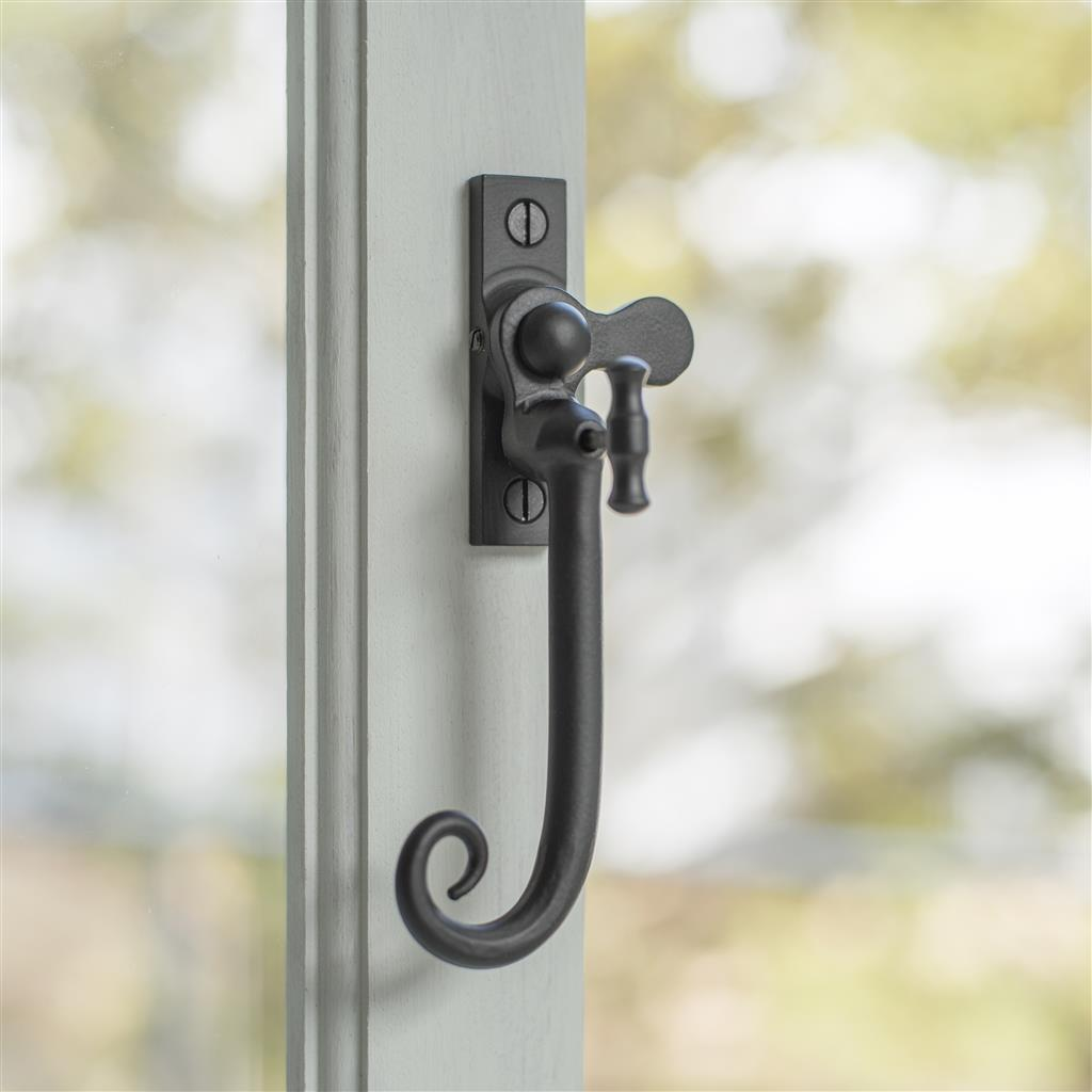 Monkey Tail Lockable Latch (Right) in Matt Black