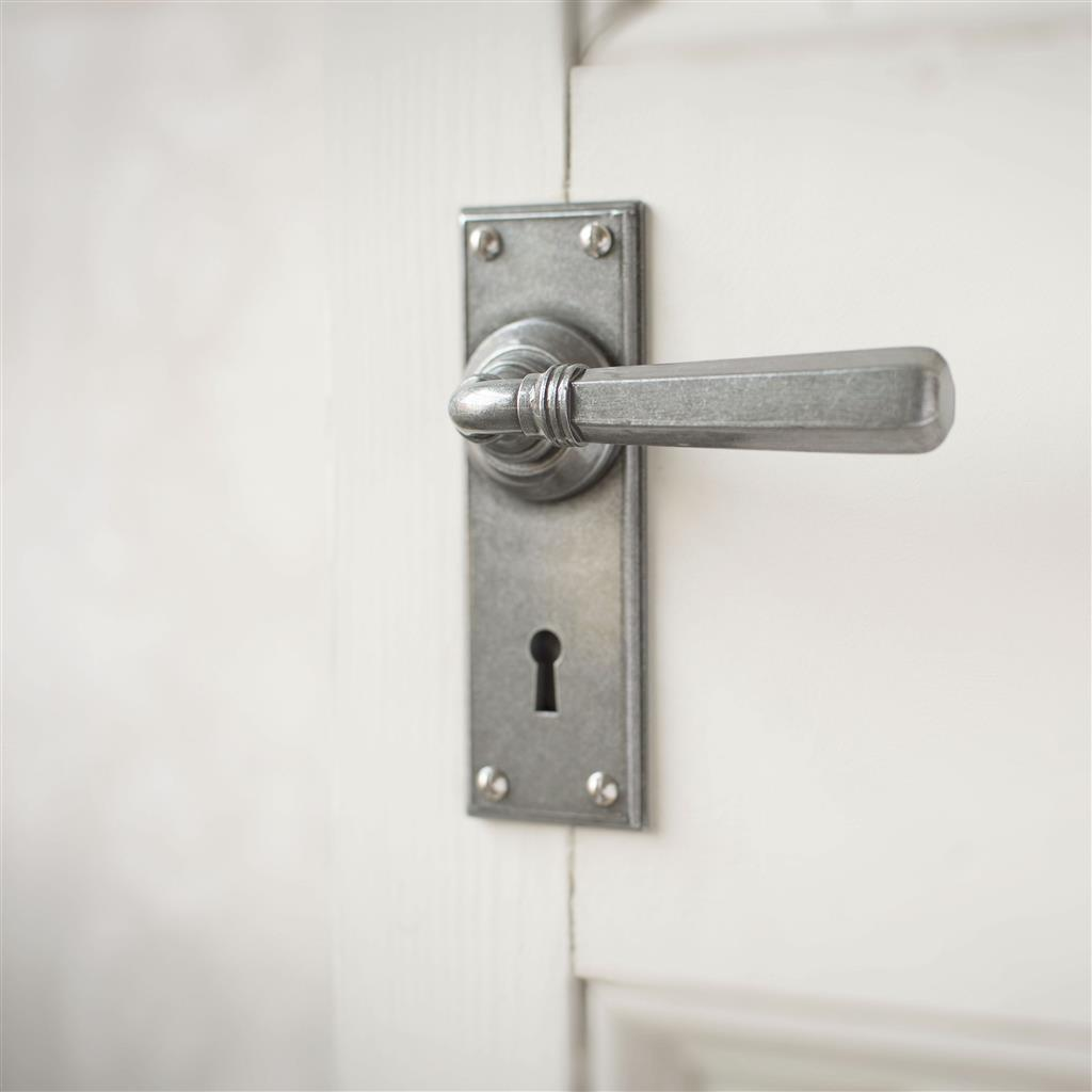 Chester Handle, Ripley Keyhole Plate, Polished