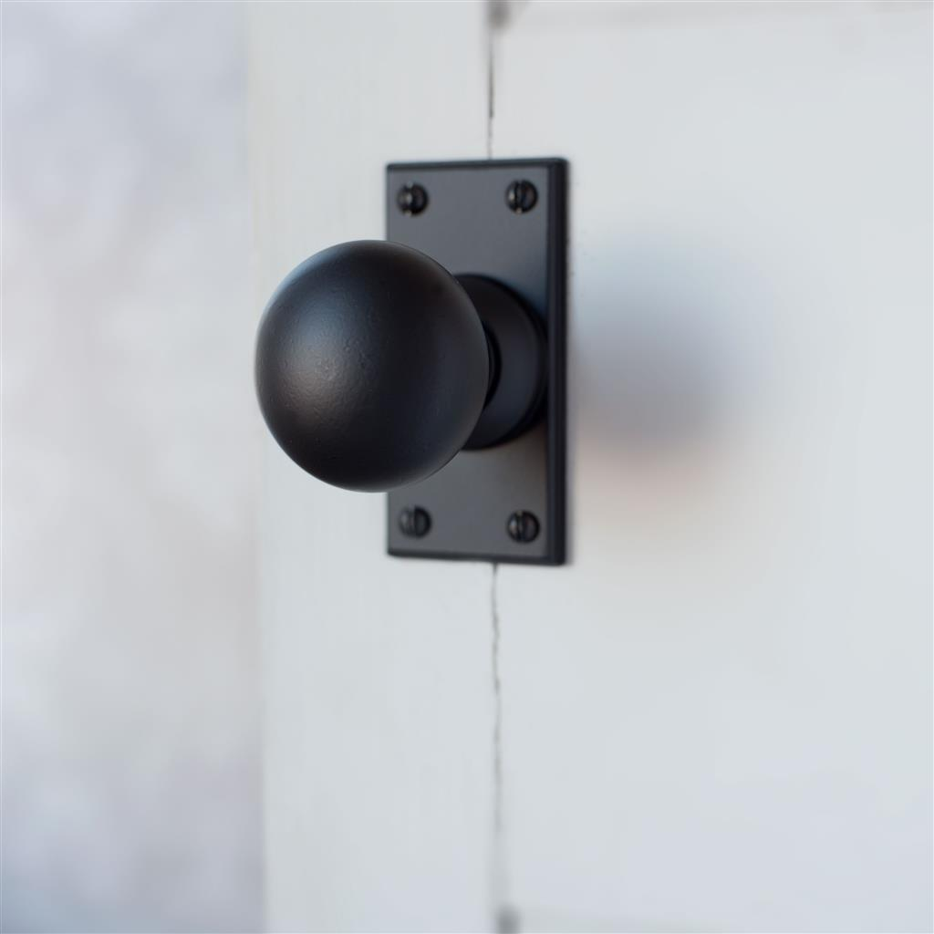 Holkham Door Knob, Ripley Short Plate, Matt Black