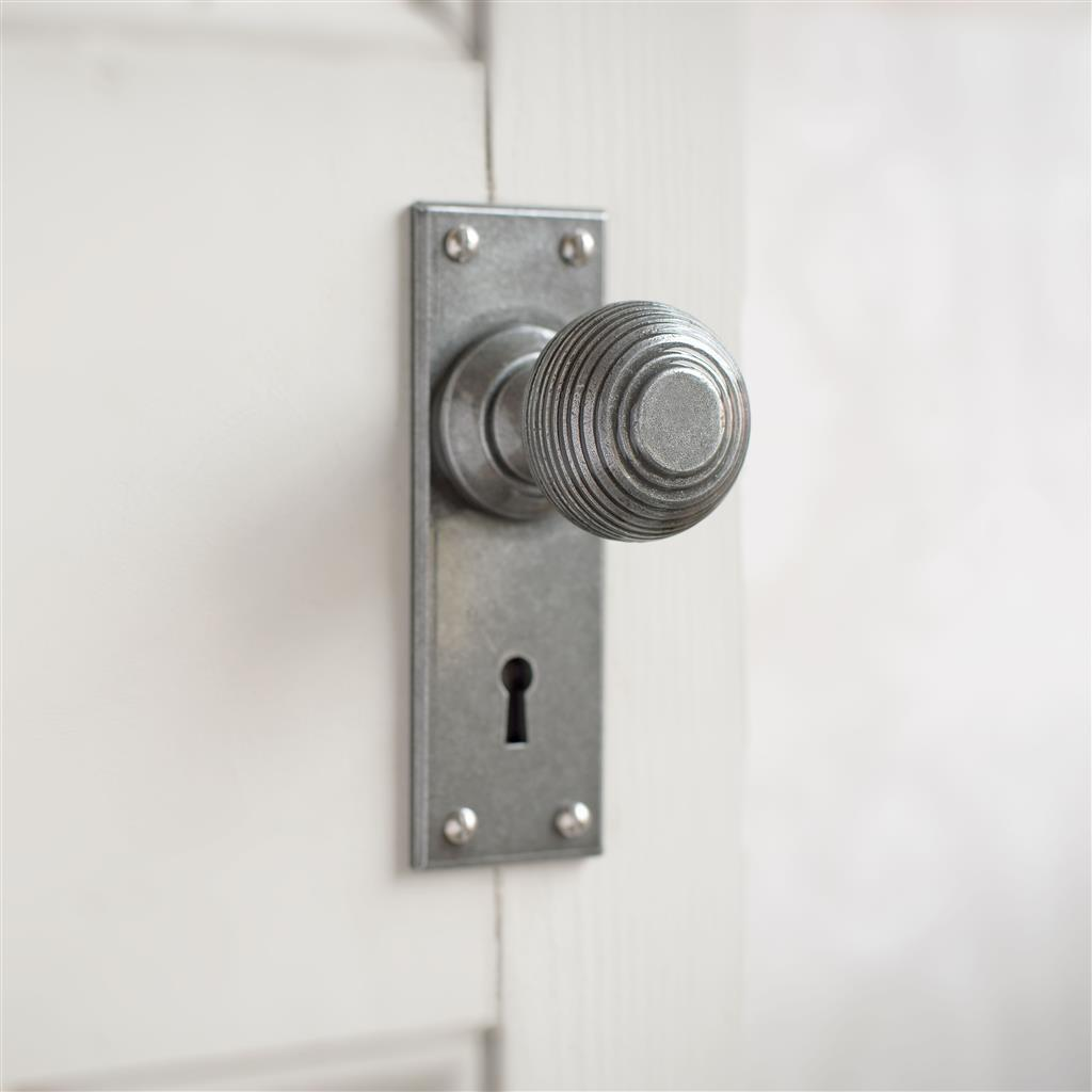 Reeded Door Knob, Bristol Keyhole Plate, Polished