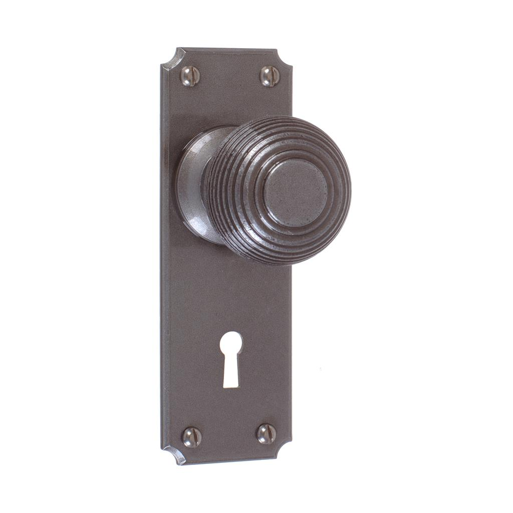 Reeded Door Knob, Ilkley Keyhole Plate, Polished