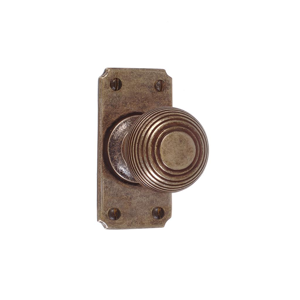 Reeded Door Knob, Ilkley Short Plate, Antiqued Brass