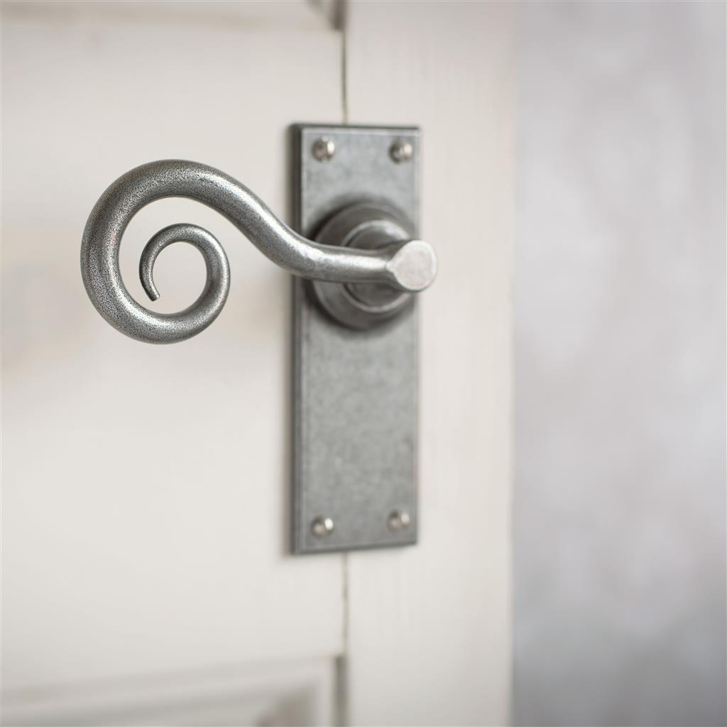 Curled Handle, Bristol Plain Plate, Polished