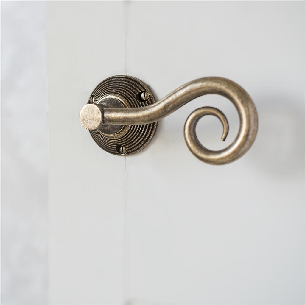 Curled Handle, Reeded Plate, Antiqued Brass
