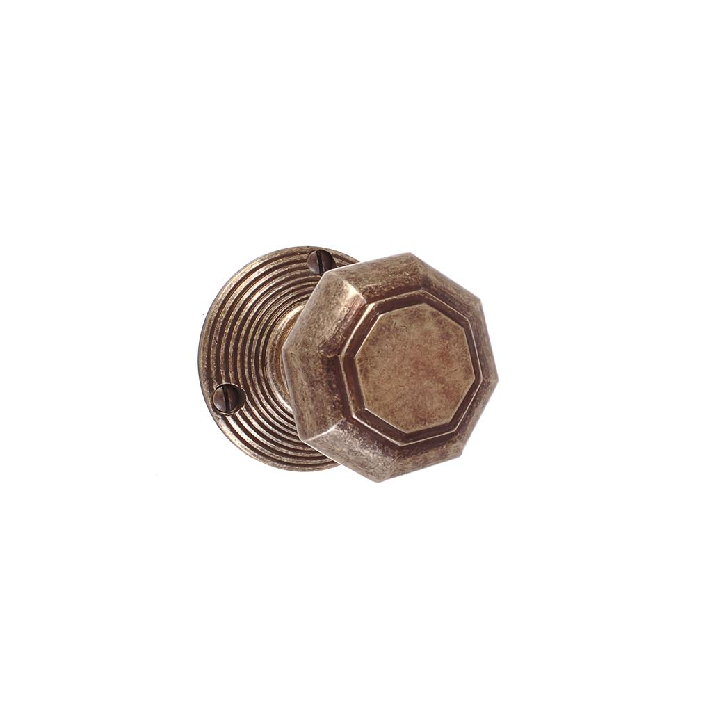 Shaftesbury Knob, Reeded Plate, Antiqued