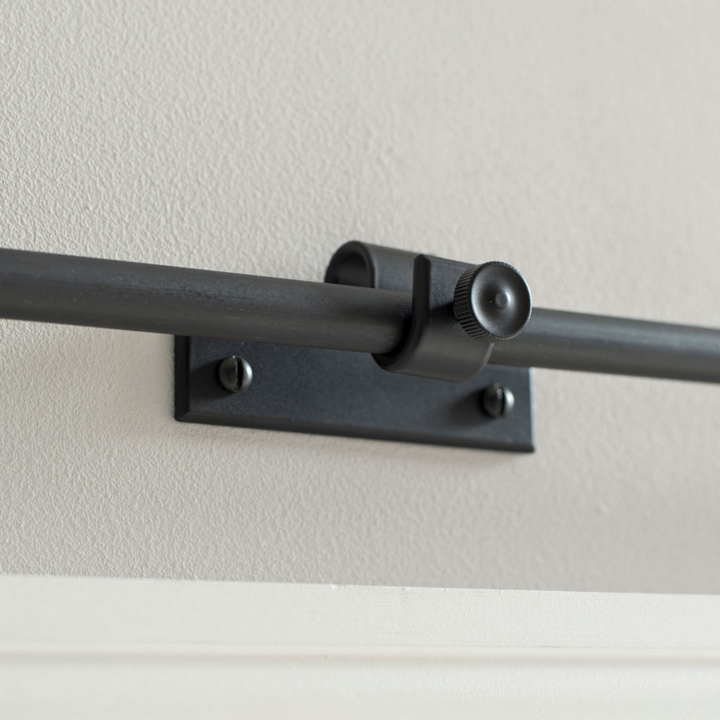 12mm Chapel Centre Bracket with thumbscrew inMatt Black