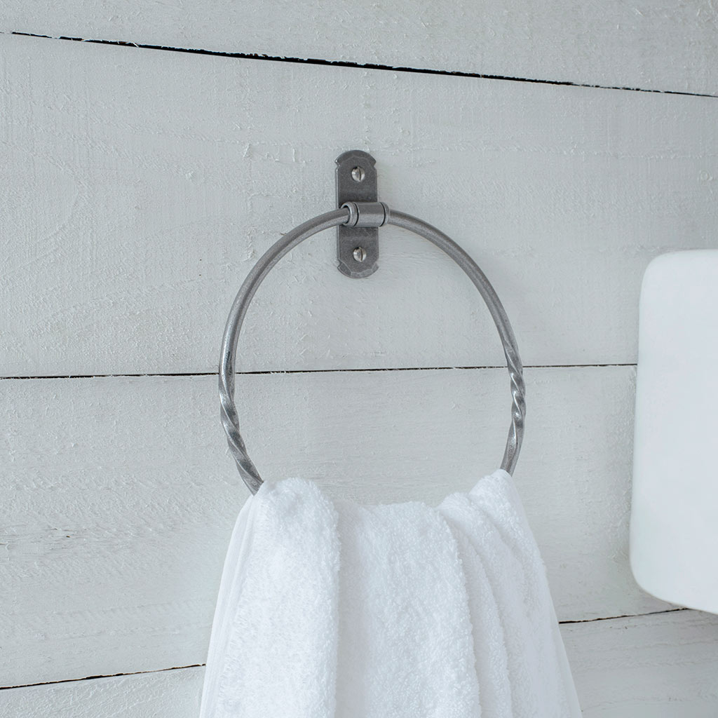 Pembroke Towel Ring in Polished