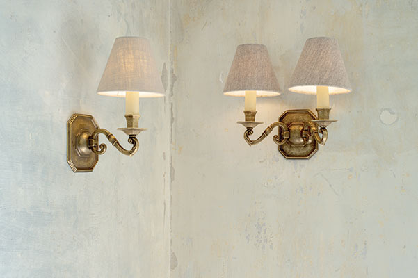 Single Gainsborough Wall Light in Antiqued Brass