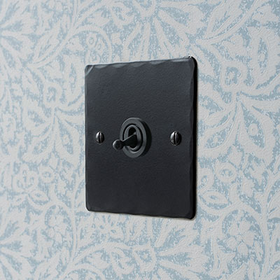 1 Gang Black Dolly Switch Matt Black Hammered Plate