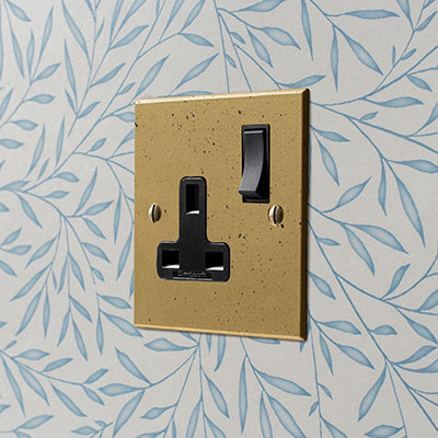 1 Gang Plug Socket Old Gold Bevelled Plate, Black Switch