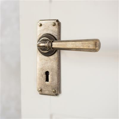 Chester Handle, Ilkley Keyhole Plate, Antiqued Brass