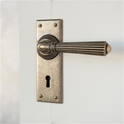 Bromley Handle, Bristol Keyhole Plate, Antiqued Brass