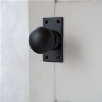 Holkham Door Knob, Bristol Short Plate, Matt Black