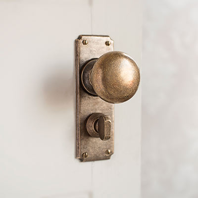 Holkham Door Knob, Ilkley Privacy Plate, Antiqued Brass