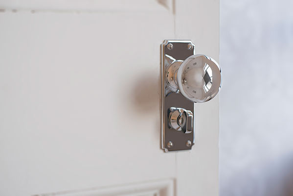 Holkham Door Knob, Ilkley Privacy Plate, Nickel