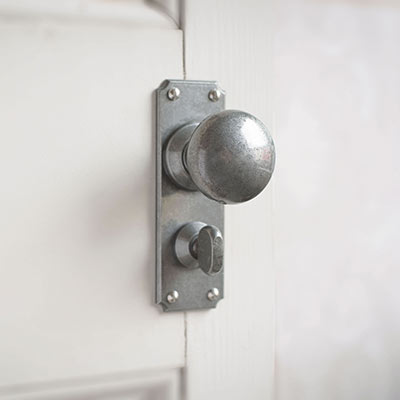 Holkham Door Knob, Ilkley Privacy Plate, Polished