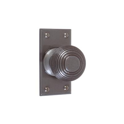Reeded Door Knob, Ripley Short Plate, Polished