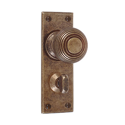 Reeded Door Knob, Bristol Privacy Plate, AntiquedBrass