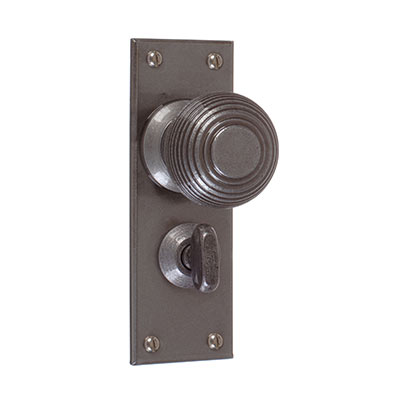 Reeded Door Knob, Bristol Privacy Plate, Polished