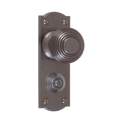 Reeded Door Knob, Nowton Privacy Plate, Polished