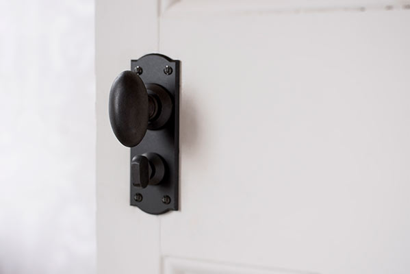 Downley Knob, Nowton Privacy Backplate in Beeswax