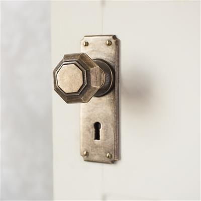 Shaftesbury Door Knob with Ilkley Keyhole Backplate
