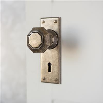 Shaftesbury Door Knob with Bristol Keyhole Backplate
