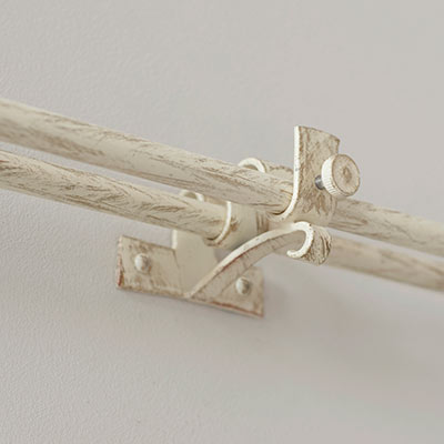 12/12mm Double Pole Centre Bracket in Old Ivory